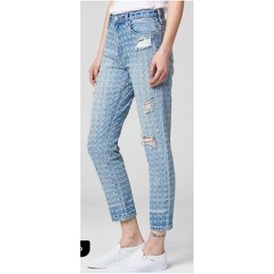 BlankNYC The Rivington- Punch Line Cropped Jeans